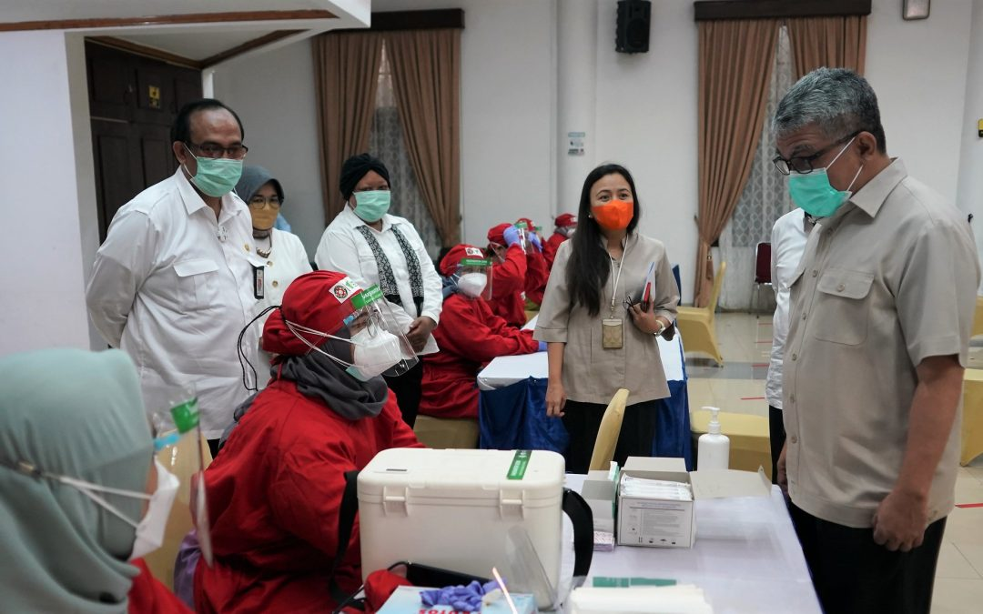 Dukung Vaksinasi Massal Perpusnas, Sekjen Kemenkes Kantongi Piagam Penghargaan – Sehat Negeriku