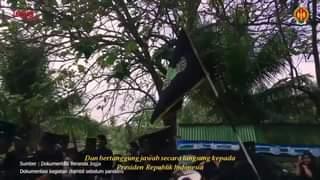 Sri Sultan Hamengku Buwono IX dan Sri Paduka Paku Alam VIII menerima piagam pe…